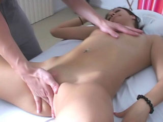 Hard body pitch-dark shows off her pink pussy only for you